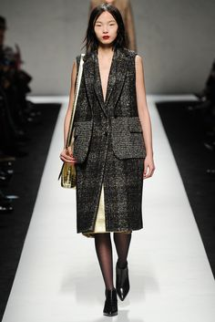 Fall 2014 Ready-to-Wear - Max Mara One set has a long coat and a vest. Both are sleeveless. the fabric is really special for women. Very vintage and gentleman.