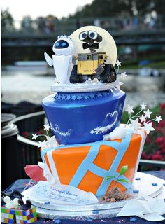 wall-e and eve #disney #wedding cake   Remember how walle and eve were our thing :')