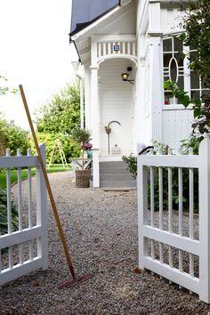 Cottage Design, House Design, Garden Gates And Fencing, Exterior Makeover, Beautiful Interior Design, Backyard, Patio, Garden Structures, Scandinavian Home