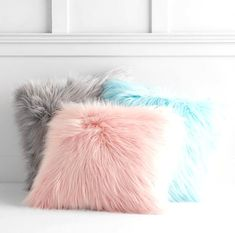 You'll love these ultra-soft and fashionable pillows in any room! These hypoallergenic pillows feature a faux fur exterior for comfort and warmth. Shaggy and snuggly, these supremely soft faux fur pillow covers add playful comfort to your room. Baños Shabby Chic, Shabby Chic Wardrobe, Shabby Chic Living Room, Shabby Chic Bedrooms, Shabby Chic Kitchen, Shabby Chic Homes, Shabby Chic Furniture, Girl Bedrooms, Trendy Bedroom