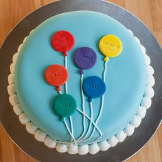 Basic shapes and bold colors come together in a simple but striking balloon cake design. Balloon Cupcakes, Balloon Cake, Cupcake Cakes, 1st Birthday Cakes, Cake Flour, Fancy Cakes, Celebration Cakes, Special Occasion, Balloons