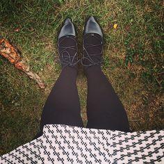 Good Morning! 🌤 |  Uma dica ótima para quem, assim como eu, é louca por saias é apostar nas meias-calças grossas. Que além de lindas, são incrivelmente quentinhas! #oxentenoCanadá #ElaSonhaElaFaz #blogKX #blogcristão