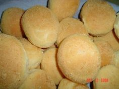 Pannn-de-s ssssaaaallll! Growing up, these ubiquitous dinner rolls were a very popular breakfast item among Filipinos for their versati. Filipino Desserts, Filipino Recipes, Filipino Food, No Bake Desserts, Dessert Recipes, Bread Machine Recipes, Bread Recipes, Island Food, Pandesal