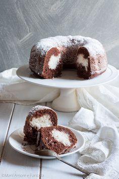 Il #ciambellone cacao e cuore di cocco è un dolce soffice e cremoso. Il ripieno di #cocco della #ciambella si sposa alla perfezione col gusto deciso del cacao dando vita a una #torta molto golosa!