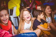 Ficar atenta às brincadeira rende boas fotos. Além de registrar ótimos sorrisos ajuda a compôr a cronologia da festa.