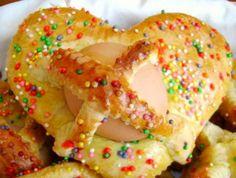PANNARELLE PASQUALI LUCANE Molto simili alle scarcelle pugliesi, sono preparazioni pasquali spesso a forma di treccia e chiuse a cerchio, per evocare l'idea di un cestino pieno di dolci per i bambini.
