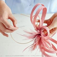 How To Make A Fascinator - - These over-the-top headpieces are no longer reserved for royalty. This one is easy to make and even easier on your wallet. Watch: How To Make a Fascinator. How To Make Fascinators, How To Make Hats, Fascinator Headband, Kentucky Derby Hats, Kentucky Derby Fascinator, Millinery Hats, Derby Party, Fancy Hats, Diy Hat