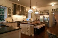Perfect Kitchen!  Sp pretty!