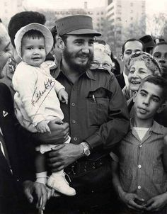 restrictions on Cuba, a startling photo has surfaced in Havana showing a young Fidel Castro holding a child described. Fidel Castro Son, Castro Cuba, Washington Dc, Viva Cuba, Greatest Presidents, Military History, Revolutionaries, Barack Obama, Historical Photos