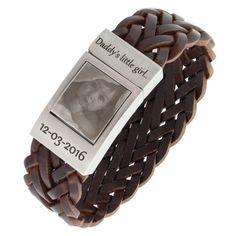 Welke man wil nu níet zo'n mooie, stoere armband dragen? Geweldig toch voor een kersverse papa? Maar natuurlijk kun je de armband aan je geliefde geven met en een foto van jezelf op de sluiting laten graveren, samen met je naam en jullie bijzondere datum bijvoorbeeld. . De tekst en foto worden er met een laser graveermachine ingezet.   Je hoeft niet bang te zijn dat het er uit slijt. Verder is het leer runderleer van hoge kwaliteit Kortom: Deze armband echt een geweldig sieraad om te hebben. Daddys Little Girls, Chocolate, Seeds, Chocolates, Brown