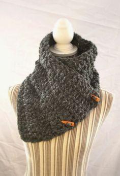 SCIARPA lana grossa con due bottoni granite wrap  di AloneMavi