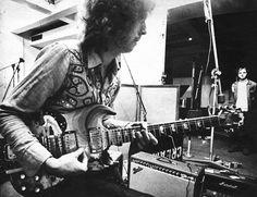 Legendary Guitar: The Saga of Eric Clapton's Famous Fool SG Cream Eric Clapton, The Yardbirds, Best Guitar Players, Blind Faith, World On Fire, Eddie Van Halen, British Rock, Blues Artists, Sounds Great