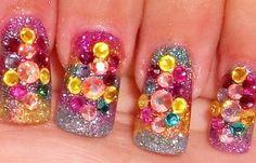 Diseños de uñas con piedras de cristal, diseño de uñas piedras de colores.  Unete al CLUB #diseñodeuñas #nailart #uñassencillas