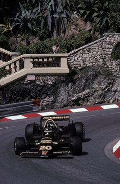 James Hunt in a Wolf-Ford at the Monaco Grand Prix 1979 Sports Car Racing, F1 Racing, Race Cars, Le Mans, Nascar, F1 Motorsport, Gp Moto, James Hunt, Gilles Villeneuve