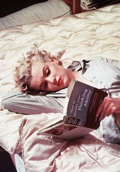 Marilyn Monroe http://theniftyfifties.tumblr.com/page/2