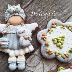 """Angels and Owls""... #decoratedcookies #decoratingcookies #galletasdecoradas #biscottidecorati #biscottiartistici #biscottidinatale #owlcookies #angelcookies #flodolceflo #royalicingcookies"