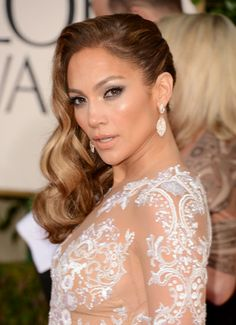 Jennifer Lopez - Golden Globes 2013 Red Carpet: Photo Jennifer Lopez looks stunning on the red carpet at the 2013 Golden Globes held at the Beverly Hilton Hotel on Sunday (January in Beverly Hills, Calif. Wedding Hair Side, Curly Wedding Hair, Prom Hair, Bridal Hair, Veronica Lake, Jennifer Lopez, Medium Hair Styles, Curly Hair Styles, Side Swept Curls