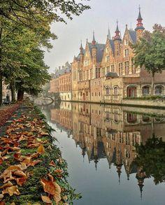 """21.5 χιλ. """"Μου αρέσει!"""", 199 σχόλια - TRAVELLING THROUGH THE WORLD © (@travellingthroughtheworld) στο Instagram: """"Courtesy of @gidbrugge  Admins: @takemyhearteverywhere 📍Brugge, Belgium 🇧🇪 Tag your best travel…"""""""