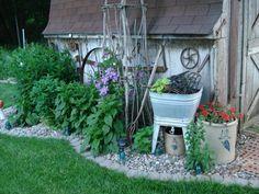 23 Most Amazing Vintage Garden Decorations - vintagetopia - My Garden Decor List Garden Junk, Garden Cottage, Garden Planters, Lawn And Garden, Garden Art, Garden Sheds, Garden Design, Landscape Design, Vintage Garden Decor