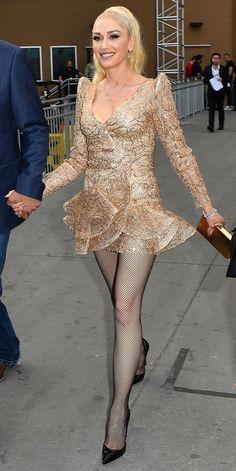 Gwen Stefani sexy dress with sheer black fishnet pantyhose and heels Blake Shelton Gwen Stefani, Blake Shelton And Gwen, Gwen And Blake, Gwen Stephanie, Gwen Stefani Style, Gwen Stefani Fashion, Gwen Stefani Legs, Mode Glamour, Sexy Legs And Heels