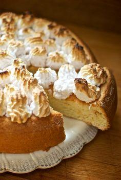 Este dulce o pastel de tres leches es un postre tradicional latinoamericano, muy apreciado en Venezuela, Colombia, Costa Rica y en casi toda América Central. La originalidad de este pastel es que el b