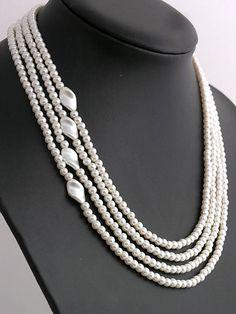 Beaded pearl necklace  http://www.sashe.sk/kacenkag/detail/perlickovy-nahrdelnik-jemne-bezovy