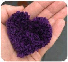 A Heart Pom Pom . Free tutorial with pictures on how to make a pom poms in under 40 minutes by yarncrafting with yarn. How To posted by Jessica O. in the Yarncraft section Difficulty: Easy. Pom Pom Crafts, Yarn Crafts, Diy Crafts, Pom Pom Animals, Diy Cadeau, Diy Y Manualidades, Pom Pom Maker, How To Make A Pom Pom, Boyfriend Crafts
