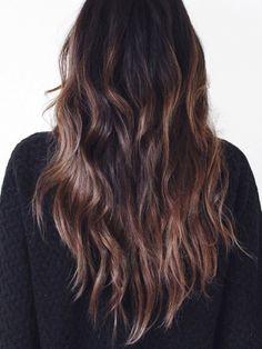 Wanted : de longs cheveux légèrement ondulés aux savants reflets