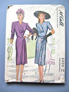 années 1940 McCall imprimé robe modèle buste 36