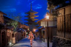 Streets of Gion by night. Historic geisha district, Kyoto, Japan Travel to Japan with @iveseen_