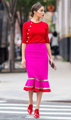 olivia culpo red and pink outfit Fashion Line, Red Fashion, Colorful Fashion, Girl Fashion, Fashion Outfits, Runway Fashion, Fashion Trends, Olivia Culpo, Pink Outfits