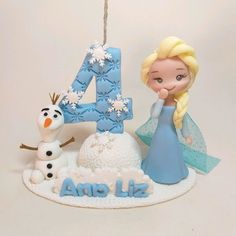 Bolo Frozen Fever, Frozen Cake, Frozen Party, Elsa Frozen, Fondant Figures, Sugar Flowers, Baby Birthday, Sugar Cookies, Mini