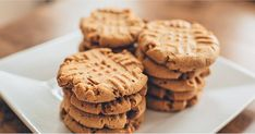 Protein-Packed Peanut Butter Cookies to Make All Your Dreams Come True Bob's Red Mill's Vanilla Nutritional Booster is a recommended ingredient for protein-packed peanut butter cookies. Peanut Butter Protein Cookies, Peanut Butter Cookie Recipe, Cookie Recipes, Chocolate Banana Smoothie, Healthy Snack Options, Healthy Recepies, Healthy Treats, Vanilla Protein Powder, Summer Snacks