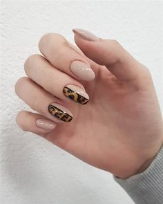 In Short nails have always been popular with fashion women. Short nails are diversified and colorful. In every season of Manicure fashion, you can see short nails on any. Leopard Nail Designs, Leopard Nails, Latest Nail Designs, Nail Art Designs, Nails Design, Simple Nail Design, Toe Designs, Salon Design, Great Nails