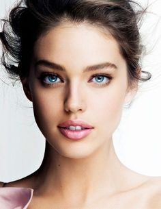 You don't always need to go heavy with makeup, natural makeup looks beautiful and make the skin glow!