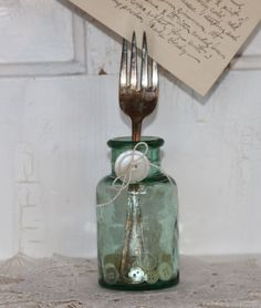 This is a cute way to display an old family recipe using a heirloom fork.