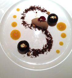 Mousse di cioccolato Dulcey sorbetto alla banana e consommé di frutto della passione  di Magorabin - #socialfoodewine - con @carlovischi @magorabin @auroracortopass