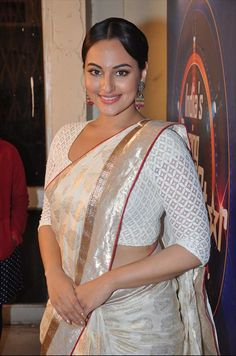 Sonakshi promote Lootera on the sets of Star plus India Dancing Superstar