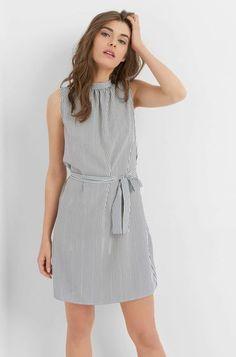 Proužkované šaty s ozdobnou mašlí