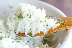 A copycat recipe for Chipotle's popular cilantro-lime rice, with a simple method to ensure light, fluffy rice with no clumps! Chipotle Lime Rice, Chipotle Rice Recipes, Cilantro Lime Brown Rice, White Rice Recipes, Mexican Food Recipes, Mexican Cooking, Lunch Recipes, Appetizer Recipes, Dinner Recipes