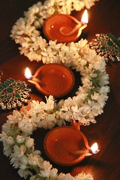 Easy #Diwali décor ideas. Jasmine garlands can add instant freshness to your Diwali decor. Mix in a cocktail of lights and ornaments for some quick, sure-fire magic. A great idea for work-day evenings during the festive season when you hardly have time, but wish your home would transform magically in no time! #FestiveDecor