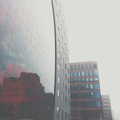 "@hellomrisaac's photo: ""Rotterdam Markthal #rotterdam #markthal #sky #architecture #hoogbouw #urban #glass #reflection #centraldistrict #010 #thisisnhow #beautiful #architectuur #reflectie #food #fresh #lunch #design"""