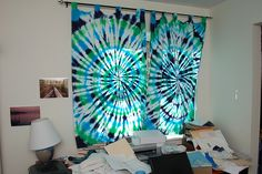 Do and Dye: basic DIY fabric art tips for funky rooms gypsybedroom Shibori, Tie Dye Curtains, Motifs Aztèques, Tie Dye Crafts, Hippy Room, How To Tie Dye, Art Tips, Fabric Art, Diy Crafts For Kids