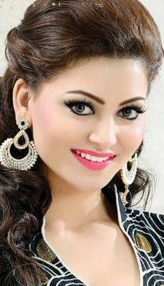 Katreena and some other beautiful girls Beautiful Girl Photo, Beautiful Girl Indian, Most Beautiful Indian Actress, Beauty Full Girl, Cute Beauty, Beautiful Bollywood Actress, Beautiful Actresses, India Beauty, Asian Beauty
