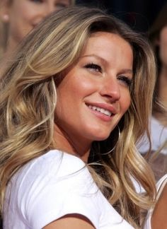 (Yes, I am secretly obsessed with Victoria's Secret [models'] hair! <3)    How to Get Gisele Bundchen's Hairstyle