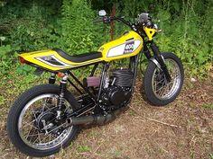 1975 YAMAHA DT400 Flat Track Motorcycle, Motorcycle Art, Motorcycle Design, Custom Street Bikes, Motorised Bike, Bike Builder, Flat Tracker, Street Tracker, Old Bikes