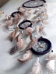 Ловец с открытым центром притягивает радостные сны, а кошмары просто не подпускает. Los Dreamcatchers, Bracelet Watch, Projects To Try, Baby Shower, Crafty, Dream Catchers, Diy, Crochet, Board
