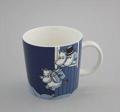 Moomin mug Christmas surprise Muumi Joulu Moomin Mugs, Tove Jansson, Blue And White China, Finland, Mumi, Tableware, Christmas, Sisters, Xmas