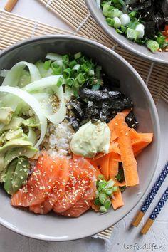 Sushi in een kom aka Poké bowl It's a food life - Buddha bowl rezepte Healthy Sushi, Healthy Recipes, Healthy Meals, Hawaiian Poke Bowl, Sushi Bowl, Food Preparation, A Food, Dinner Recipes, Lunch