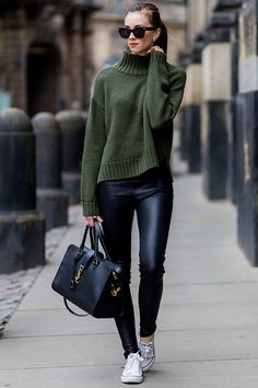 7 looks that prove you can wear Converse with anything - The no-brainer outfit (= don& think long and look good instantly) in autumn: thick knit plus - Legging Outfits, Leather Leggings Outfit, Red Leggings, Faux Leather Leggings, Leggings Fashion, Leather Skirts, Leather Jeans, Tribal Leggings, Fashion Pants